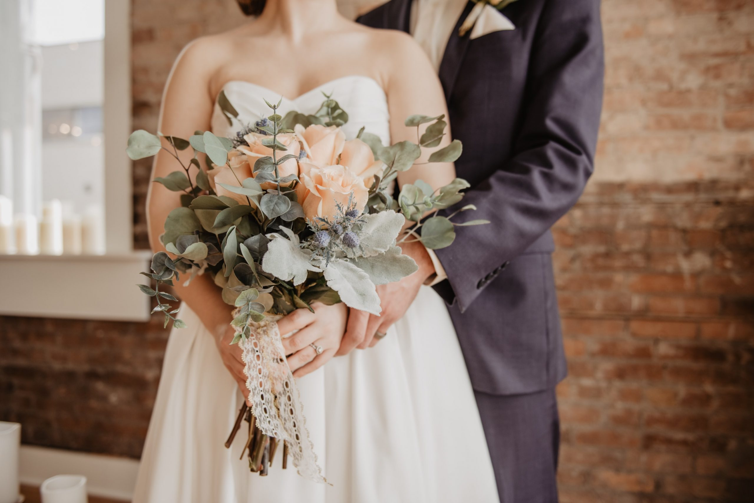 how to plan last minute wedding couple